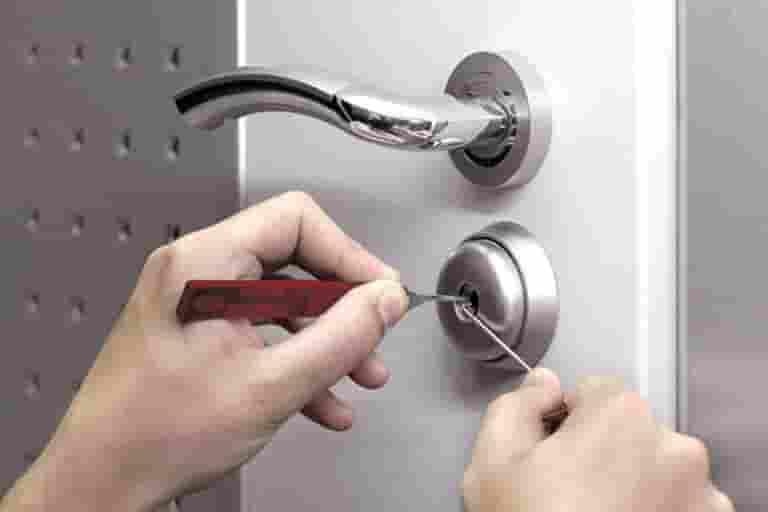 Вскрыть дверь